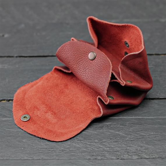 LeGustave - Oily Red